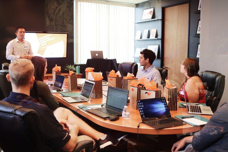 5 dicas para conduzir uma reunião